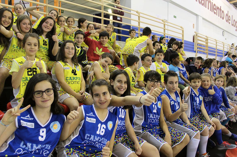 Grada animando en un partido del Club Deportivo Promete